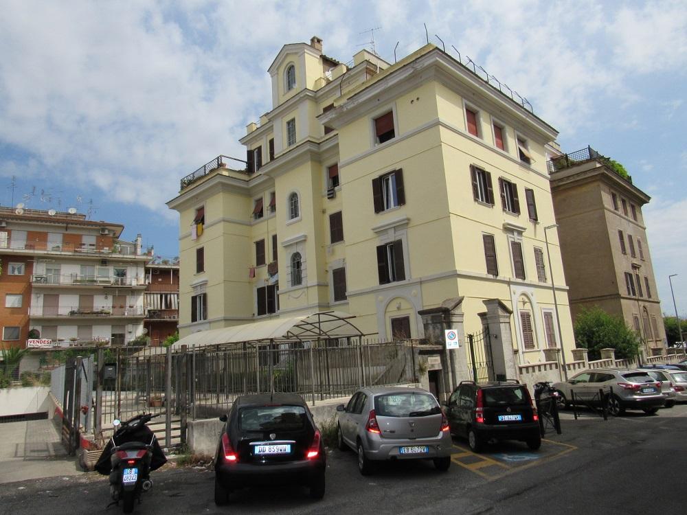 Certosa Via Paciotti palazzina d'epoca